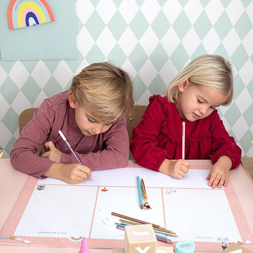 Schreibtischunterlage für Kinder in verschiedenen Farben