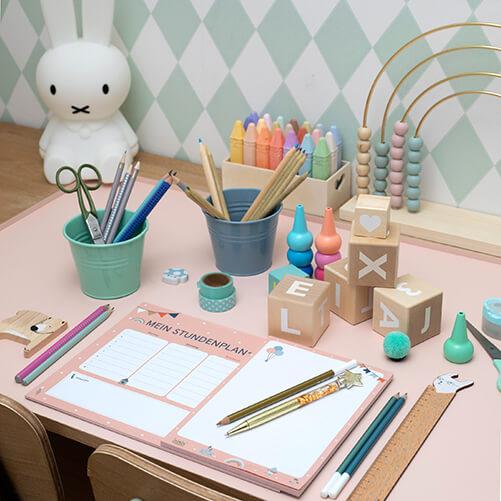 Schulkinderprodukte in vielen Farben